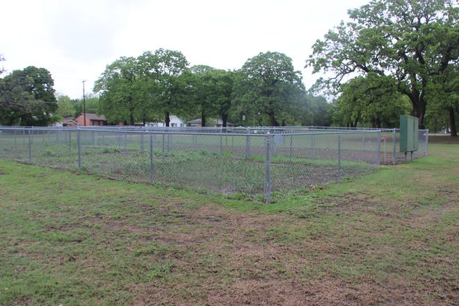 A group of citizens have joined with the City of Ardmore to bring the Community Garden near Whittington Park back to life in 2021. The various plots will be divided into onions, carrots, peas, watermelon, cantaloupe, corn, and one plot will be dedicated to flowers.