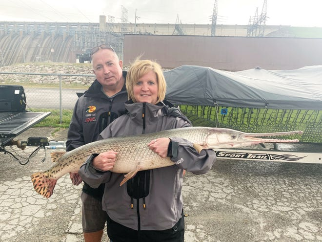 Anthony Schnur Jr. and girlfriend Cindy Dennison with a record 32-pound, 10-ounce longnose gar at Table Rock Lake. It is the fourth state record catch of 2021.