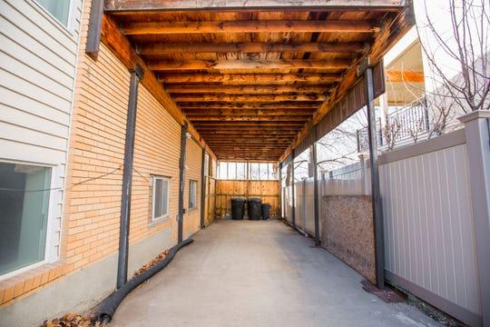En Neighbor.com, los inquilinos obtienen almacenamiento cerca de casa por la mitad del costo de las unidades tradicionales de almacenamiento.  Los anfitriones ganan dinero con un espacio que de otra manera estaría vacío.