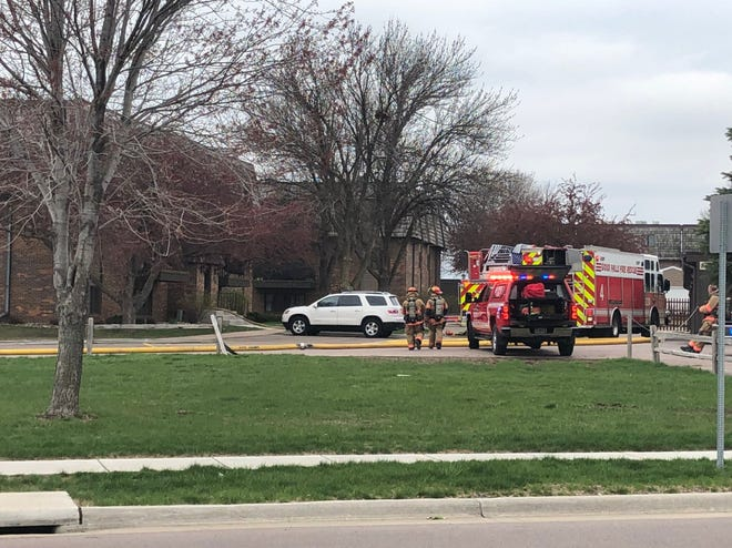 Firefighters respond to an apartment fire in southwestern Sioux Falls Tuesday.
