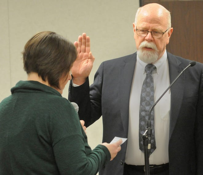 Salina City Clerk Shandi Wicks, left, swears in City Commissioner Rod Franz during the city commission meeting in January 2020.   Franz has resigned from his position asSalina City Commissioner, according to a letter from his family sent to Mayor Melissa Hodges weeks after he suffered a fall in early April.