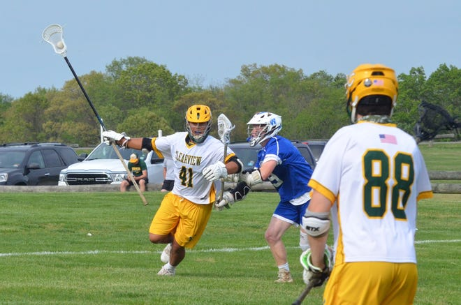 Clearview senior Jeremy Roberts transitions into the midfield after a Williamstown turnover