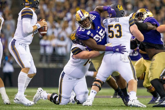 Washington Husky Levi Onvuzurike (95) rushed to the passer-by against California on September 7, 2019.