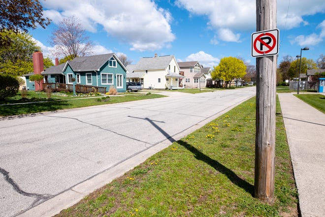 After establishing tow-away zones in beach neighborhoods, the city of Port Huron is also raising the fine for violators of no-parking zones around Lakeside Park.