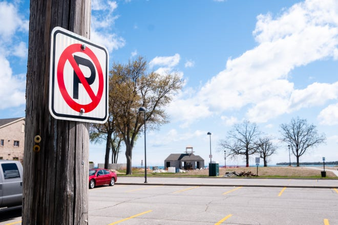 The city of Port Huron is considering changing parking rules to allow police officers to have cars parked in no-parking zones near the beaches towed. Officials said they've had difficulty in the past with people parking even when threatened with tickets.
