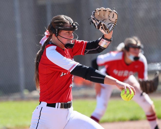 New Boston Huron's Gracie Brinkerhoff delivers a pitch.