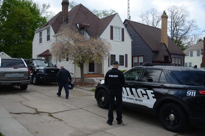 Battle Creek officers at the scene Saturday of homicide.