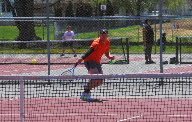 Galion's Chris Amick returns a serve against Pleasant's Eian Zachmann. Amick went on to win the No. 2 singles title in straight sets.