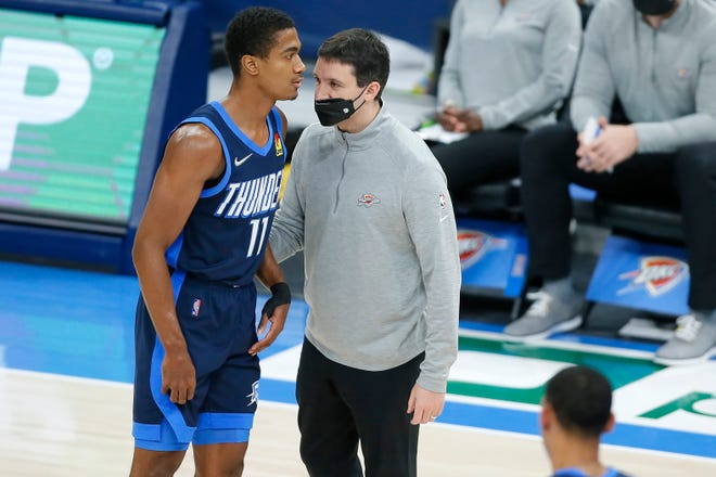 Thunder coach Mark Daigneault talks with Theo Maledon (11) during a 123-120 loss to the Suns on Sunday.