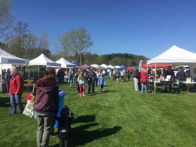 The Granville Area Chamber of Commerce kicked off its annual outdoor farmers market season in Raccoon Valley Park in Granville on Saturday.