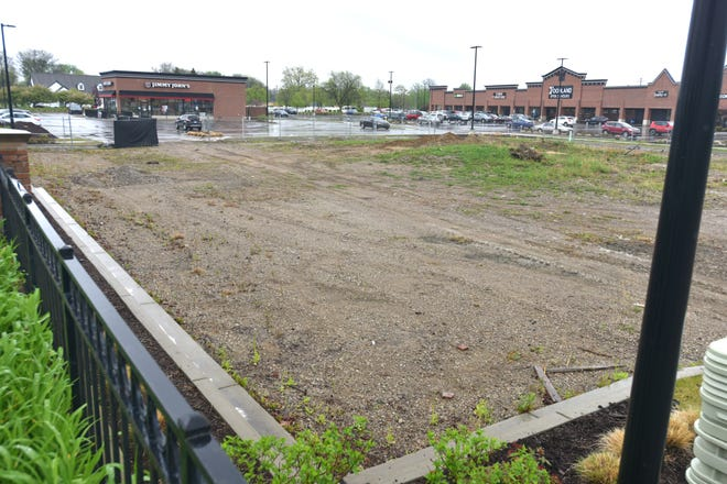 A Dairy Queen and other dining establishment are to be established on this lot at the Sheldon Park Village at the southeastern corner of Plymouth and Farmington Roads in Livonia.