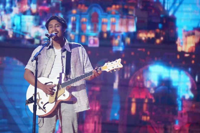 """Ready to remind """"Idol"""" fans of his vocal prowess, former runner-up Arthur Gunn sang """"Remember Me"""" from """"Coco."""""""