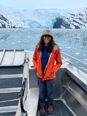 Jenessa Lorenz bénéficiant d'une promenade en bateau à Whittier, Alaska