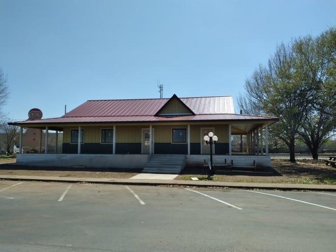 The Smithville Chamber of Commerce will be moving into its new building at 106 NE First St. this month. It will host a grand opening and ribbon cutting ceremony June 2.