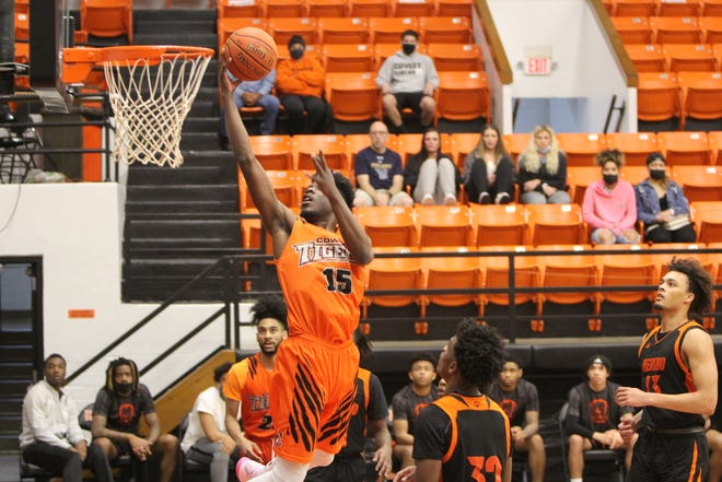 Cowley College forward Dalen Ridgnal committed to Georgia on Tuesday May 4.