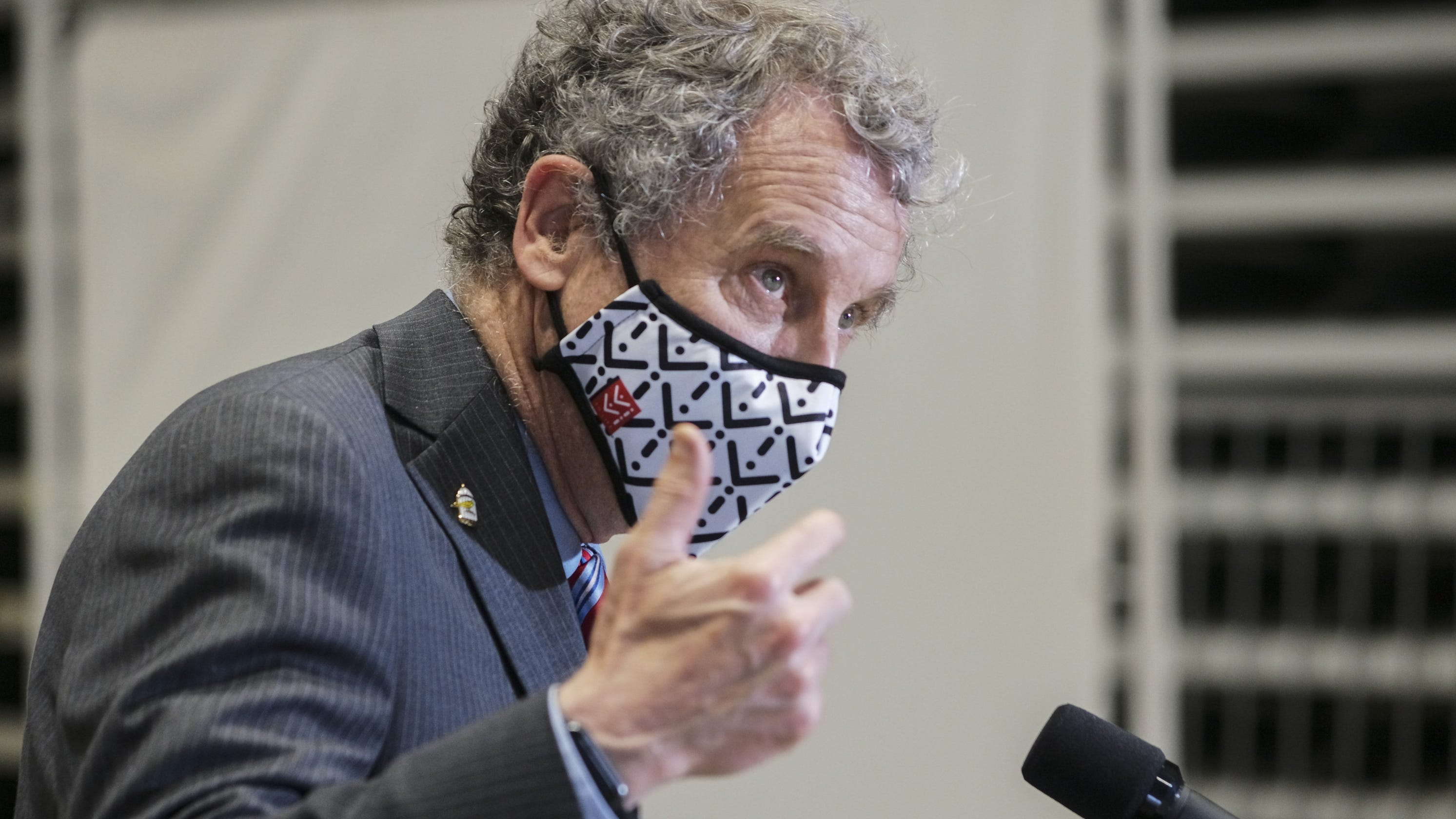'Kind of a lunatic': Sen. Sherrod Brown calls out Sen. Rand Paul for not wearing a mask