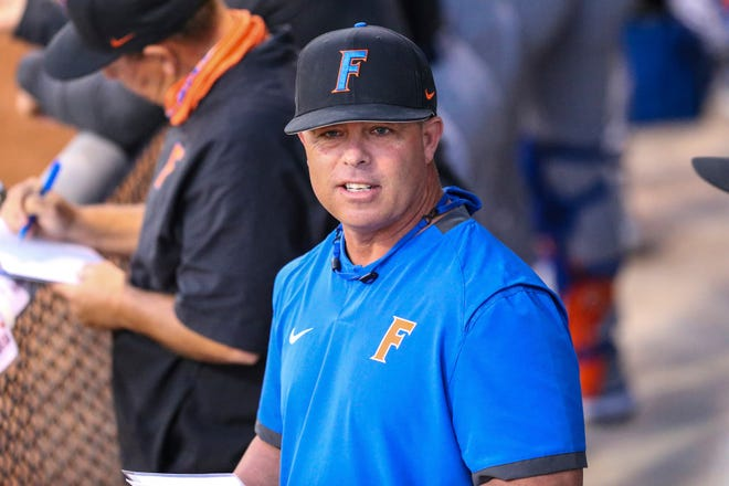 Florida baseball coach Kevin O'Sullivan says he's not eyeing to leave the Gators.