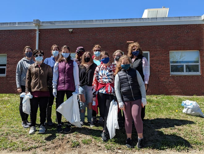 Boxford Girls Softball does a cleanup Saturday, May 1 in honor of Earth Day.