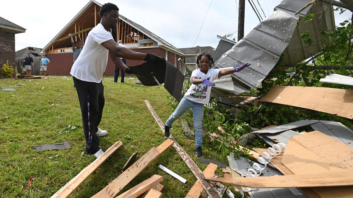 Storms spawn twisters in Mississippi, kill 2 in Georgia 2