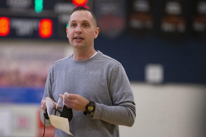 Coach Jordan Ballard practices with the basketball team at Desert Vista High School in Phoenix, Ariz. on on Dec. 28, 2020.