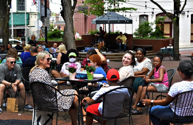 The Part Time Managers, back, perform at Cherry Lane Park during the first Lunch Box Revue event of the season in York City, Tuesday, May 4, 2021. Dawn J. Sagert photo