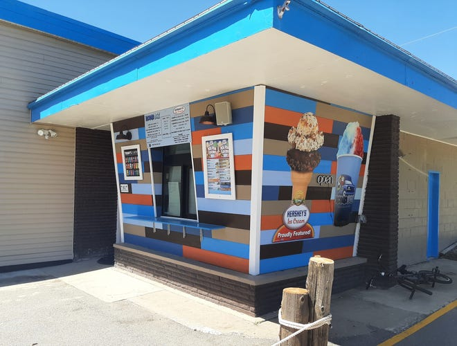 Korner Island Frozen Treats in Marquette Heights will open Saturday, becoming the first business to occupy a former gas station in 15 years.