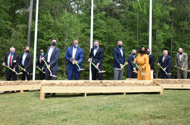 Gov. Ralph Northam holds a groundbreaking ceremony with Pharmaceutical Executives and Virginia politicians. They are celebrating the new investment of $25 million by AMPAC into it's Petersburg plant.