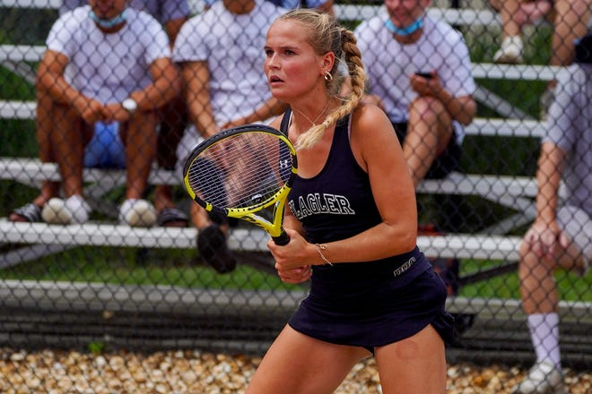 No. 23-ranked Eden Schlagenhauf's three-set win on court two knotted Monday's match at 2-all.