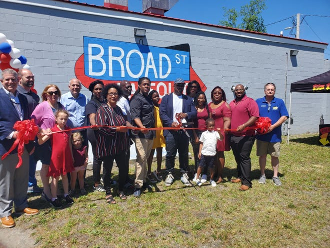 Pictured at the ribbon cutting for New Bern's newest restaurant, Broad Street Takeout are Dan Roberts, Jeffrey Odham, Sabrina Bengel, Robert Gaylor with his parents Robert Gaylor Sr. and Regina Richardson and family, Kurtis Stewart, his wife and family, Kyre Smith and Phil Vernelson.