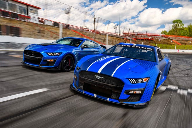 Next Gen_Ford Mustang NASCAR takes styling cues from the production Mustang GT500 (left).