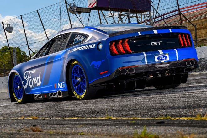 Next Gen_Ford Mustang NASCAR shows off a rear defuser. Note the fake rear tailpipes (the real exhaust exits ahead of the rear wheels).
