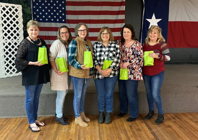 Senior-Junior Forum members recently enjoyed an evening of playing trivia. The winners (from l to r) Debbie Moody, Penny Dylla,  Melody Jennings, Theresa Gilmore, Debra Burnett and Ladell Schmalzried.