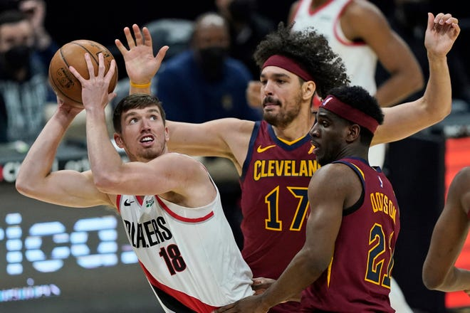 Anderson Varejao, back, plays in his first game with the Cavaliers since 2016. Varejao said the welcome he received upon his return is something he will never forget. [Tony Dejak/Associated Press]