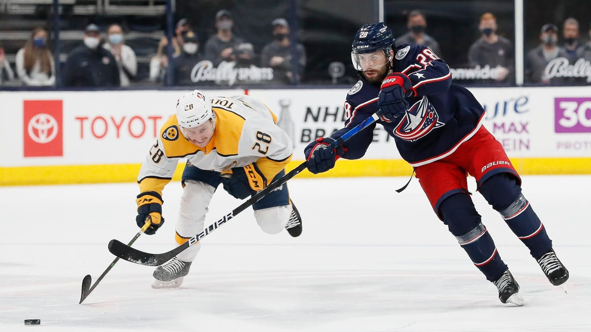Blue Jackets overcome two deficits to beat Predators, 4-2
