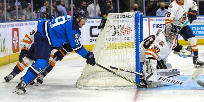 Icemen forward Abbott Girduckis (39), left, looks for a way to put the puck past Swamp Rabbits goaltender John Lethemon (30) in Wednesday's game.