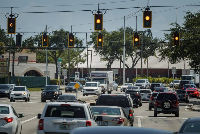 Late morning traffic flows through the West Atlantic Avenue and Congress Avenue intersection in Delray Beach, Fla., on Wednesday, May 5, 2021.