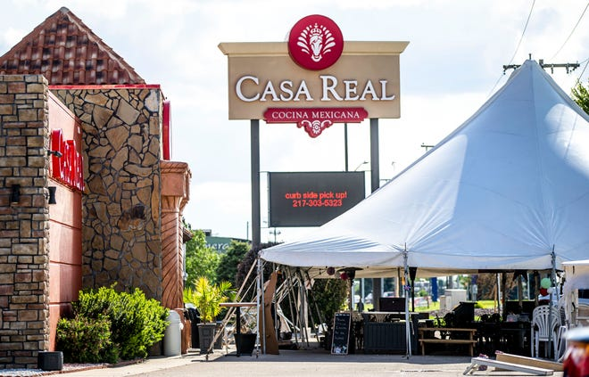 Restaurants like Casa Real on Wabash Avenue are still operating outdoor tents for patrons that still want the safety of eating outdoors during the COVID-19 pandemic.