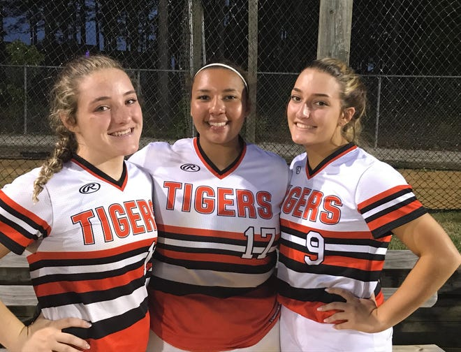Casey Dees, left, Alex Deville and Carey Dees were the lone seniors on the 2021 South View softball team.