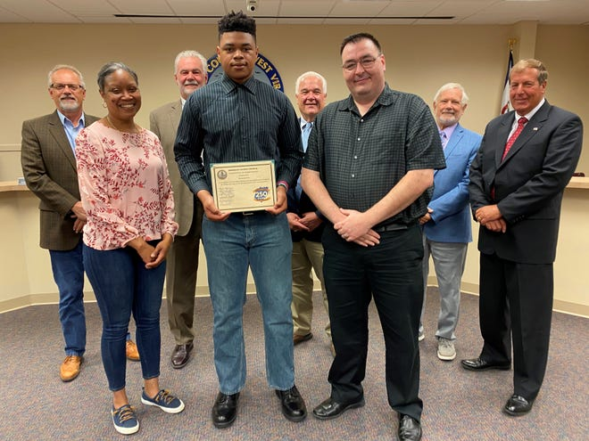 James Rumsey Technical Institute student, Fleetwood White, is recognized for his 250th Commemoration logo design. Joining the Berkeley County Council for the presentation to White was his instructor, Jason Ware, and his mom.