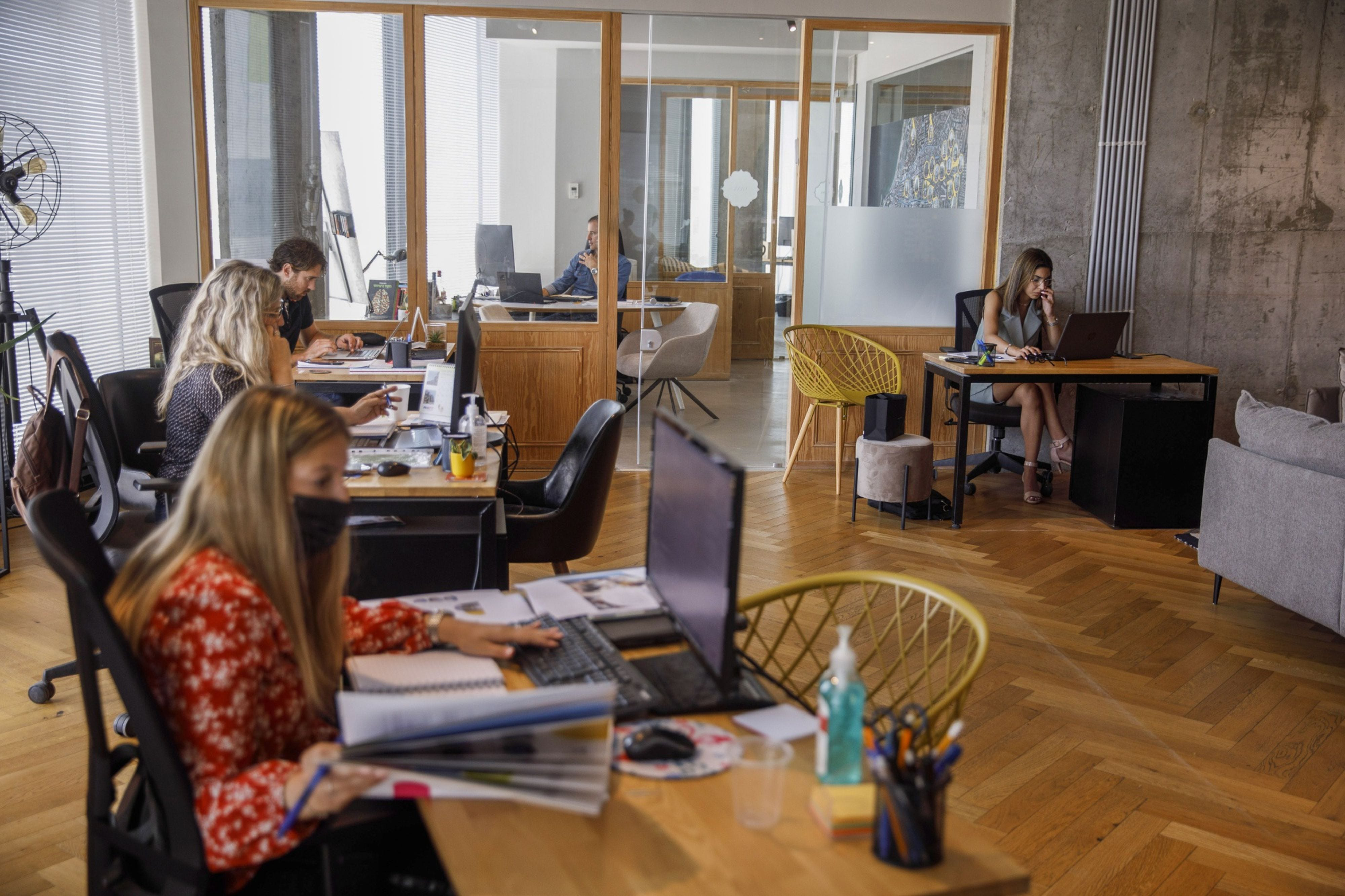 In Israel, a glimpse of what returning to the office will look like 1