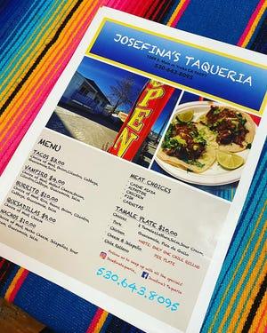 El menú está en la Taquería de Josefina en Yreka.
