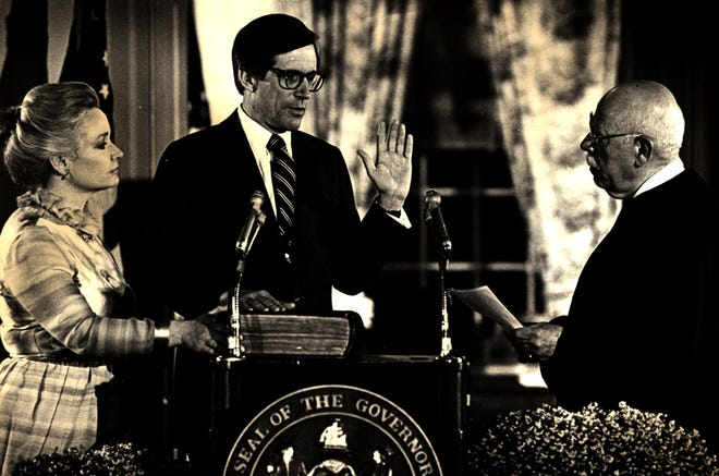 Supreme Court Chief Justice Daneil L. Hermann swears in Gov. Pete du Pont for his second term with his wife, Elise, at his side in 1981.