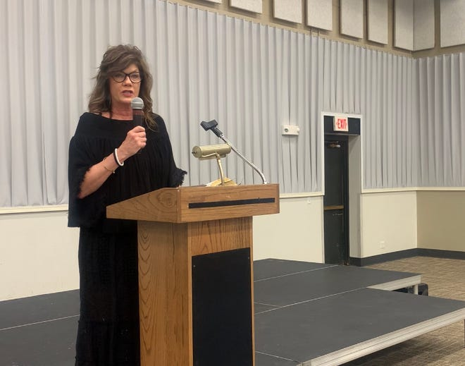 This year's guest speakerfor the annual Mayoral Prayer Breakfast  was Robin Forpahl. In addition to her testimony, scripture readings were shared by Harold Harmon.