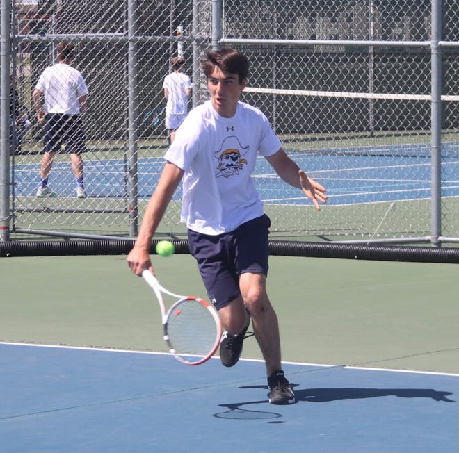 Erik Coauette received the No. 6 seed in the Section 8A singles bracket.