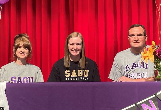 Pottsboro's Hannah Fellinger signs to play basketball for Southwestern Assemblies of God.