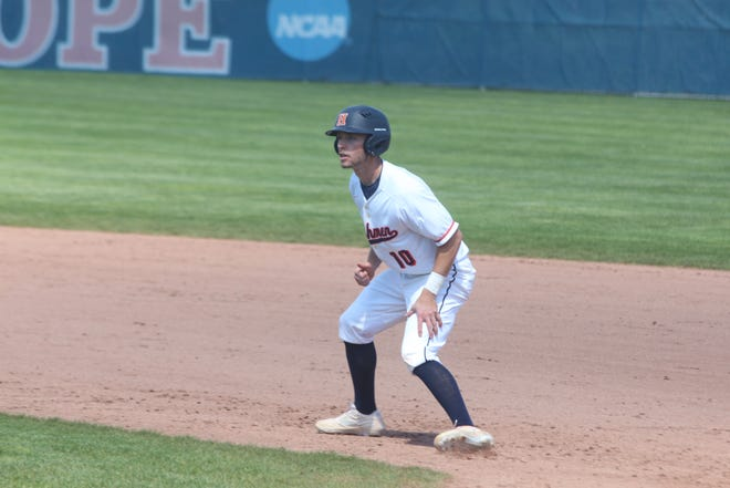 Hope swept Trine in a doubleheader on Friday to give coach Stu Fritz his 600th career win