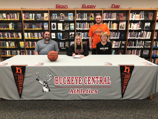 Taylor Ratliff signs her letter of intent to play basketball at Heidelberg Univerity.  L to R: dad Jason, Taylor, brother Nic, mom Dawn