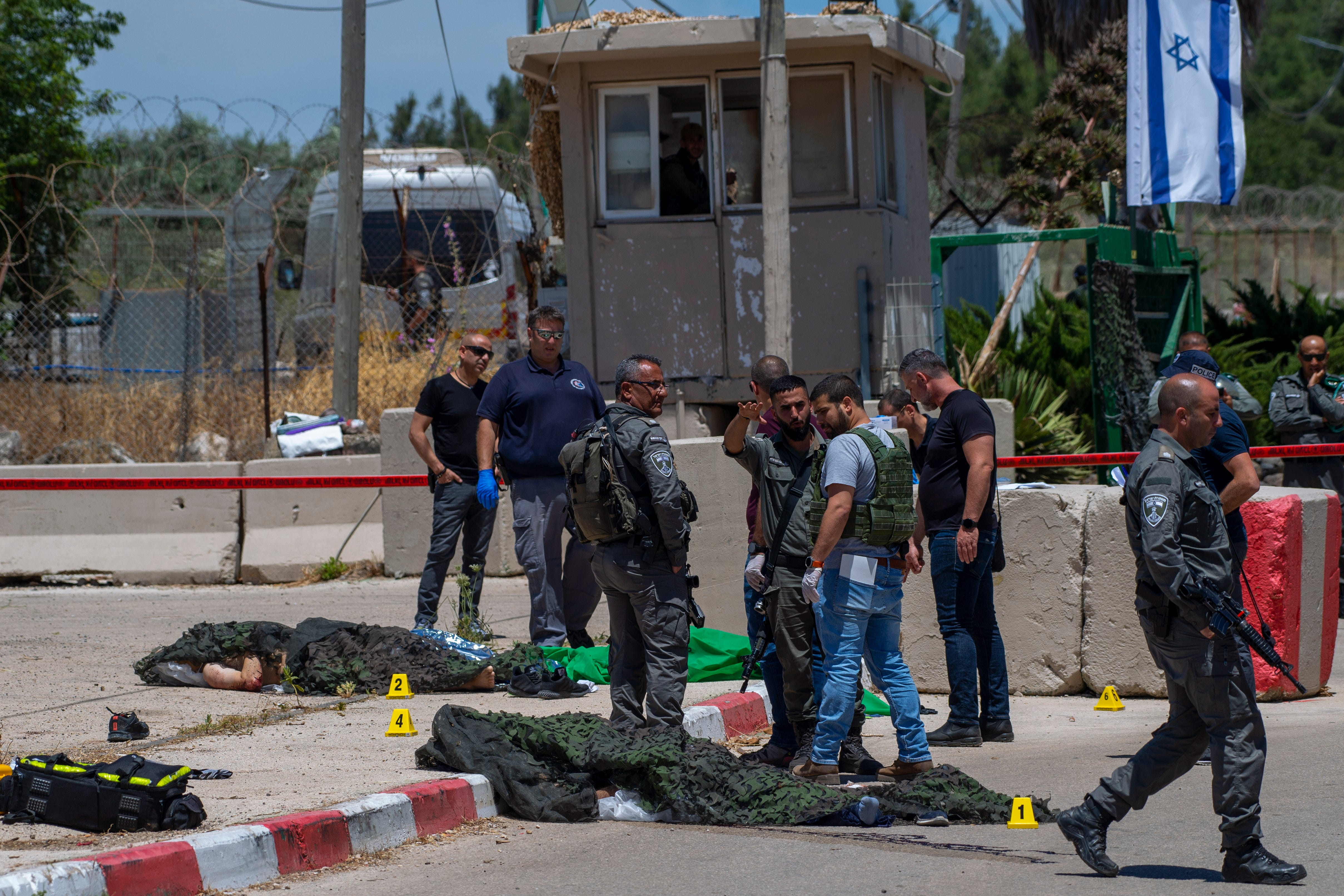 Palestinians, Israel police clash at Al-Aqsa Mosque; 53 hurt 1