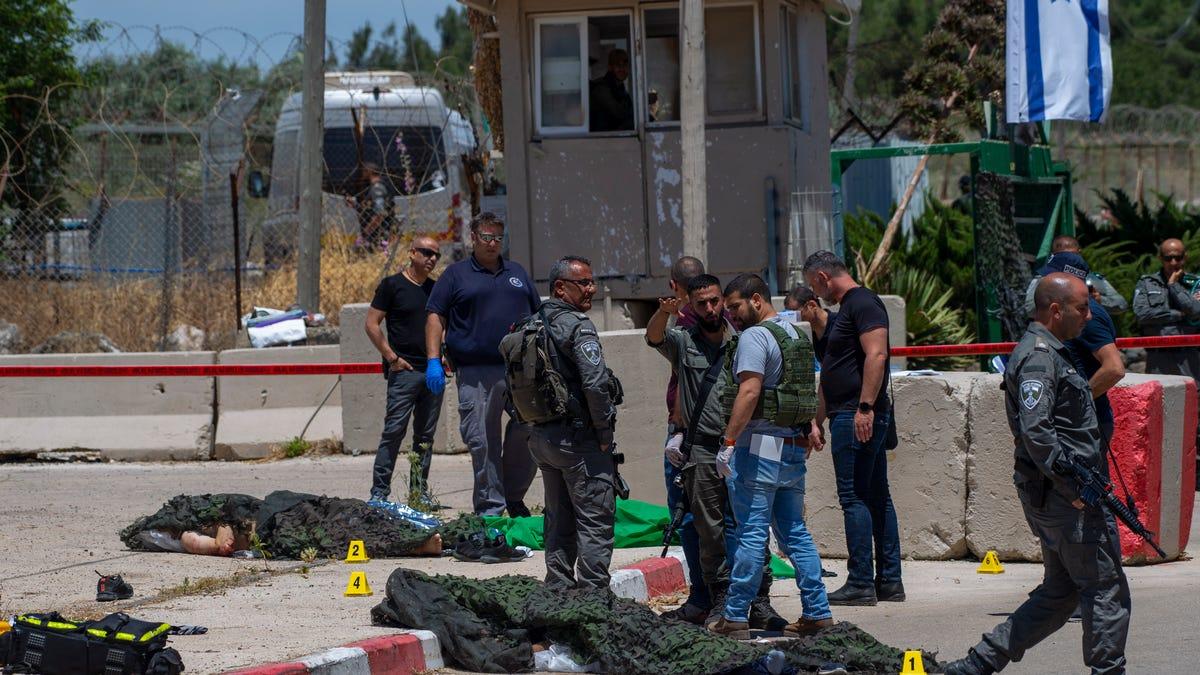 Palestinians, Israel police clash at Al-Aqsa Mosque; 53 hurt 2