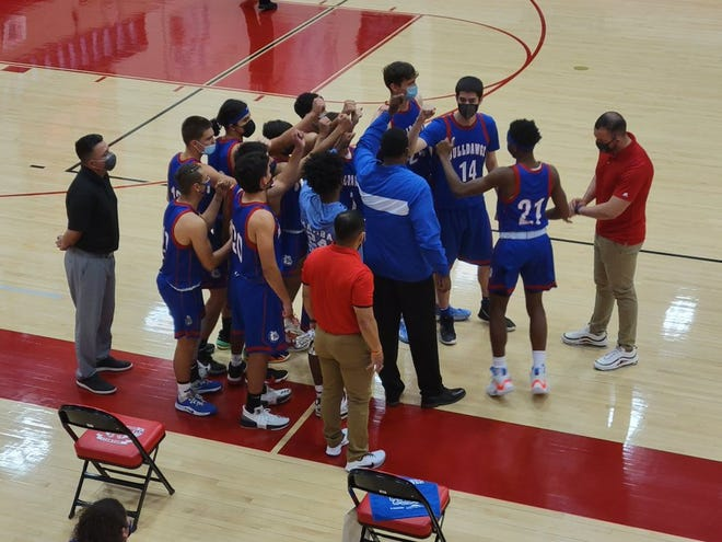 The Las Cruces boys basketball team traveled to Roswell for the Class 5A semifinals on Thursday.